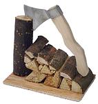 Holzstapel mit Beil
